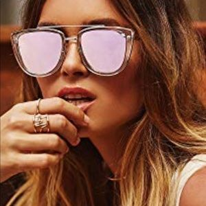 Sale Quay FRENCH KISS SUNNIES CLEAR GOLD 💕💕